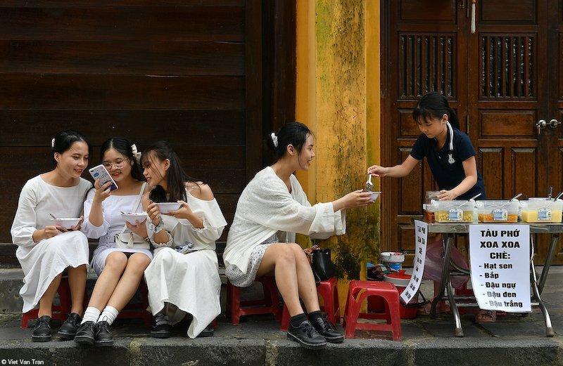 Street Food: Enjoying, Viet Van Tran, Vietnam